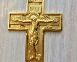 Крест серебряный в позолоте с цепью 120 см.