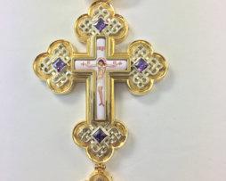 Крест наперсный латунный в позолоте c цепью.