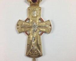 Крест наперсный латунный в позолоте с украшениями и цепью 120 см.