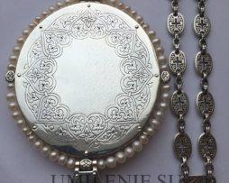Панагия серебряная со вставками с цепью