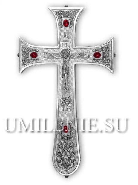 Крест напрестольный серебряный со вставками из гранатов.