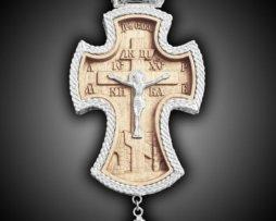 Крест наперсный деревянный в   латунном посеребрянном обрамлении.