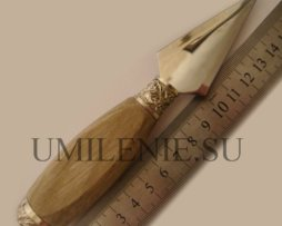 Копие с деревянной ручкой