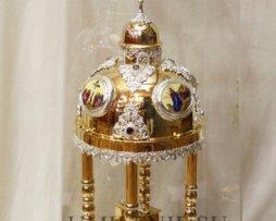Дарохранительница латунная в позолоте с куполом