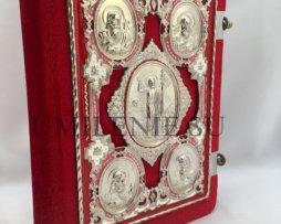 Евангелие среднее в бархатном переплете с накладками на церковно-славянском языке