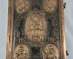 Апостол богослужебный в цельнометаллическом окладе на церковно-славянском языке