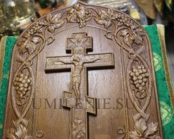 Крест деревянный резной на планшете